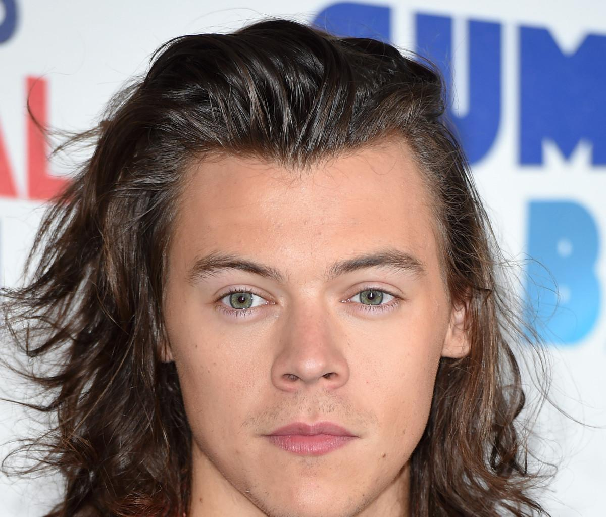 Harry Styles Chops Off His Long Hair And People Are Freaking Out - Check Out The Mixed Reactions!