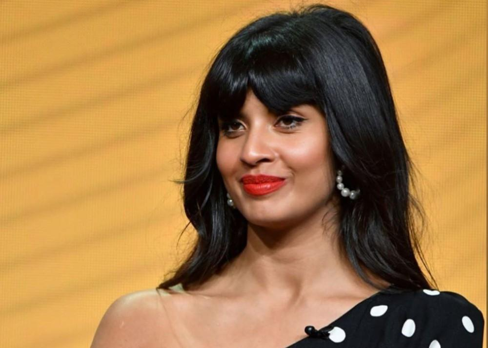 Jameela Jamil Shows Off Stretch Marks — Says It's Okay To Be Human