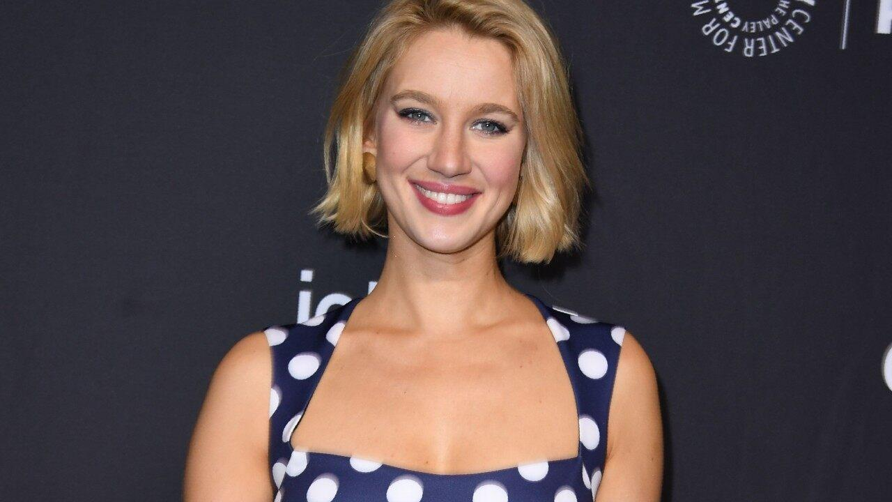 Yael Grobglas From 'Jane The Virgin' Announces First Pregnancy - See The Pics!