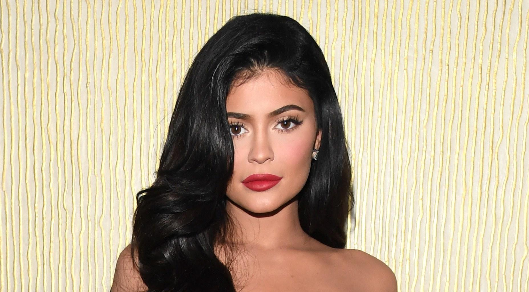 KUWK: Kylie Jenner Puts Her Incredible Abs On Display In New Video