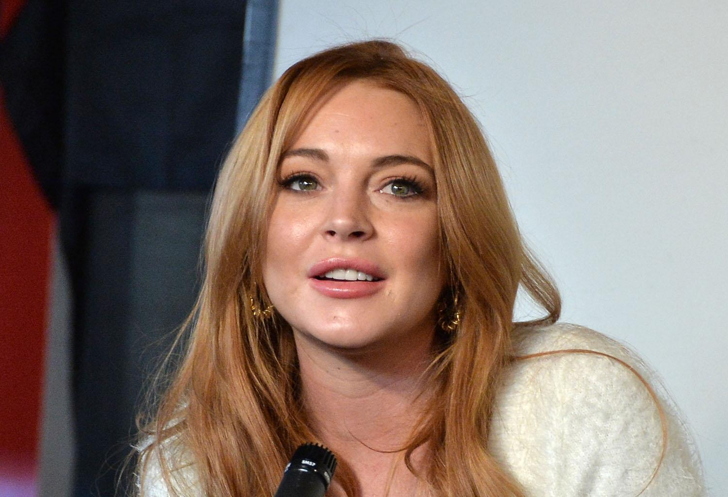 Lindsay Lohan Seems To Flirt With Miley Cyrus' Ex, Liam Hemsworth - Says She Wanted To Meet Up!