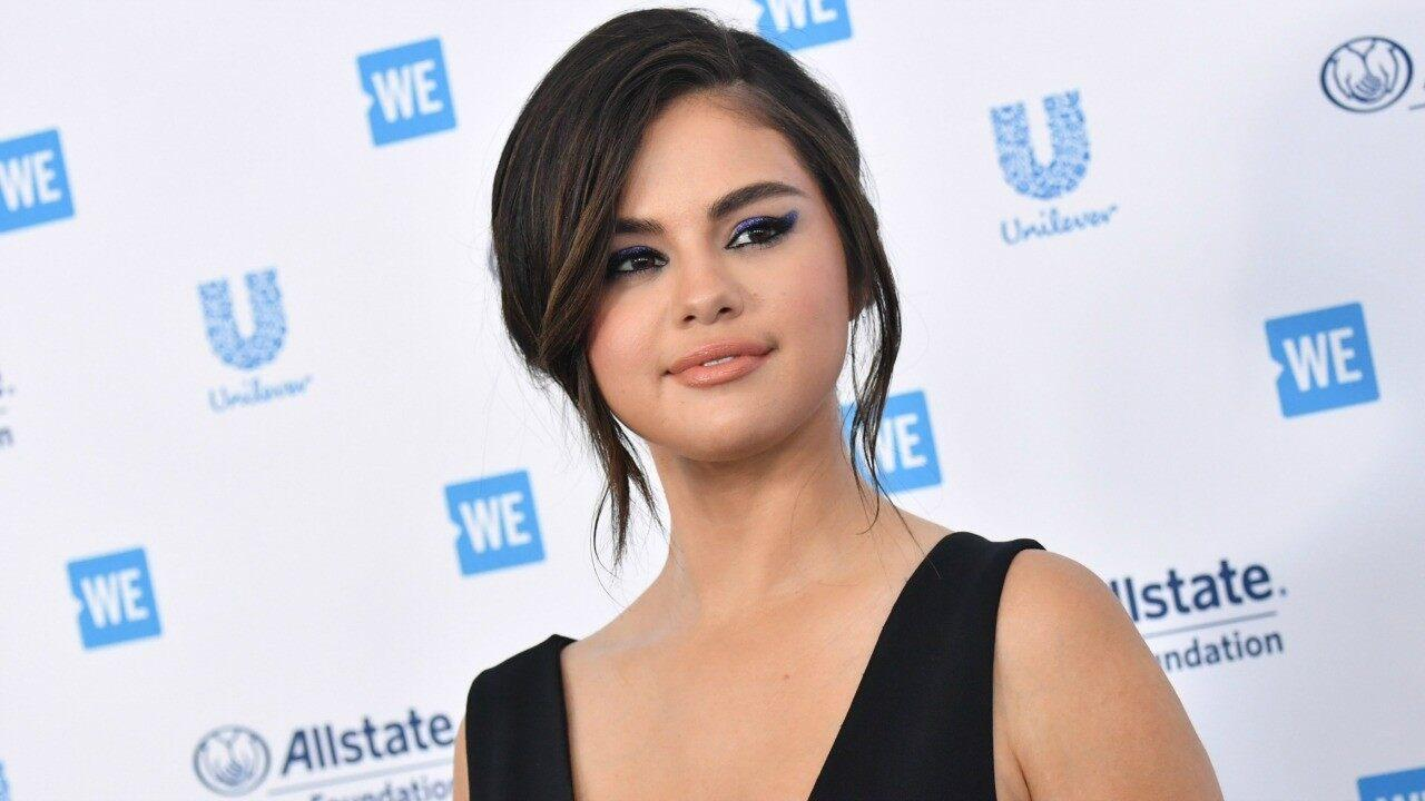 Selena Gomez Visits Her Old Middle School Surprising Students There