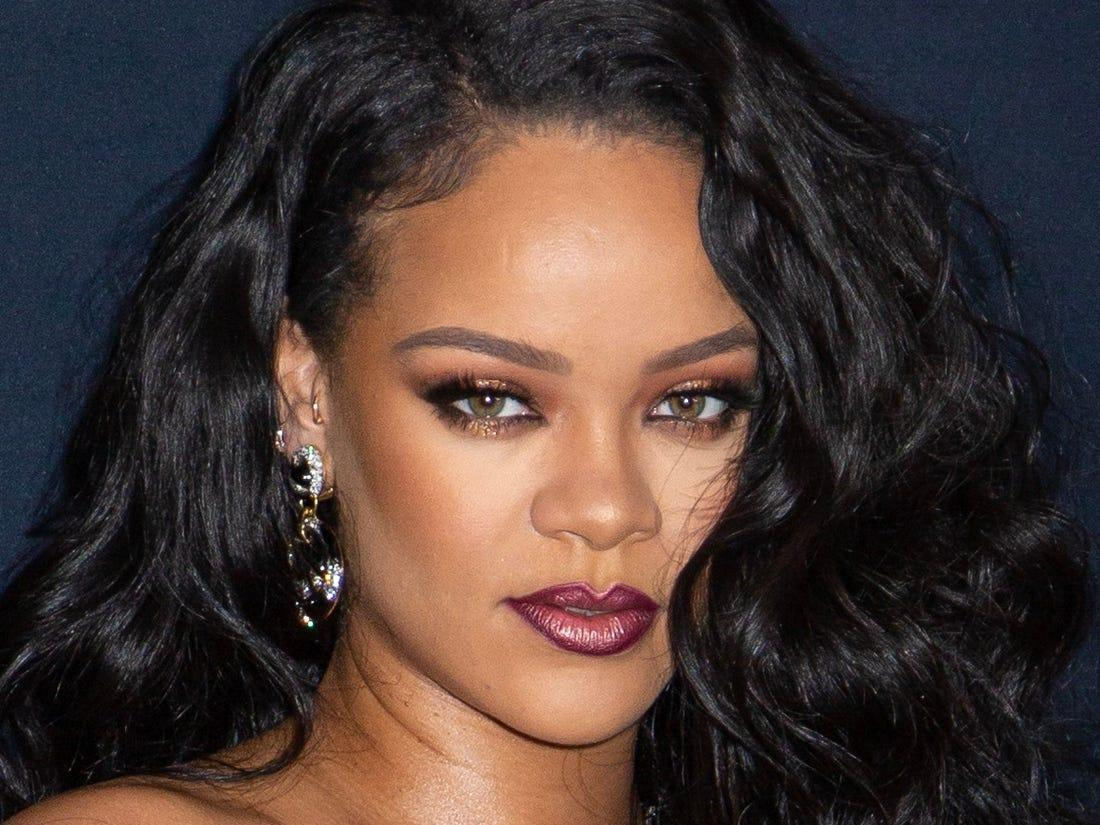 Rihanna's Fans Freak Out Thinking That She Just Had A Baby