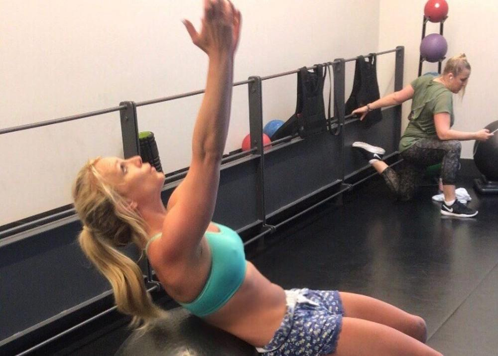 Britney Spears Shows Off Toned Body As She Speaks About The Positive Impact People Can Have On Your Day