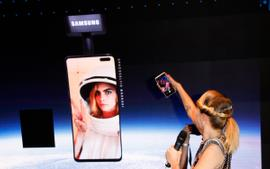 Cara Delevingne's Space Selfie Campaign Falls Flat As Samsung Space Balloon Crashes On Michigan Farm