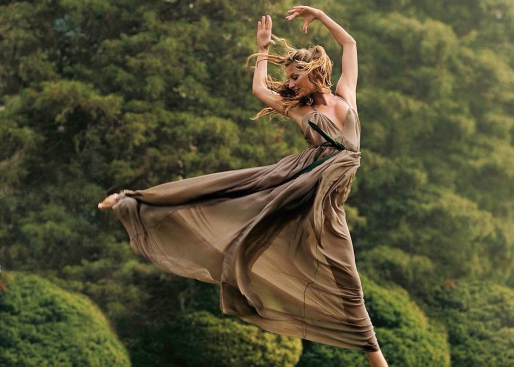 Gisele Bundchen Shares Encouraging Post About Self-Awareness And Manifesting Your Dreams