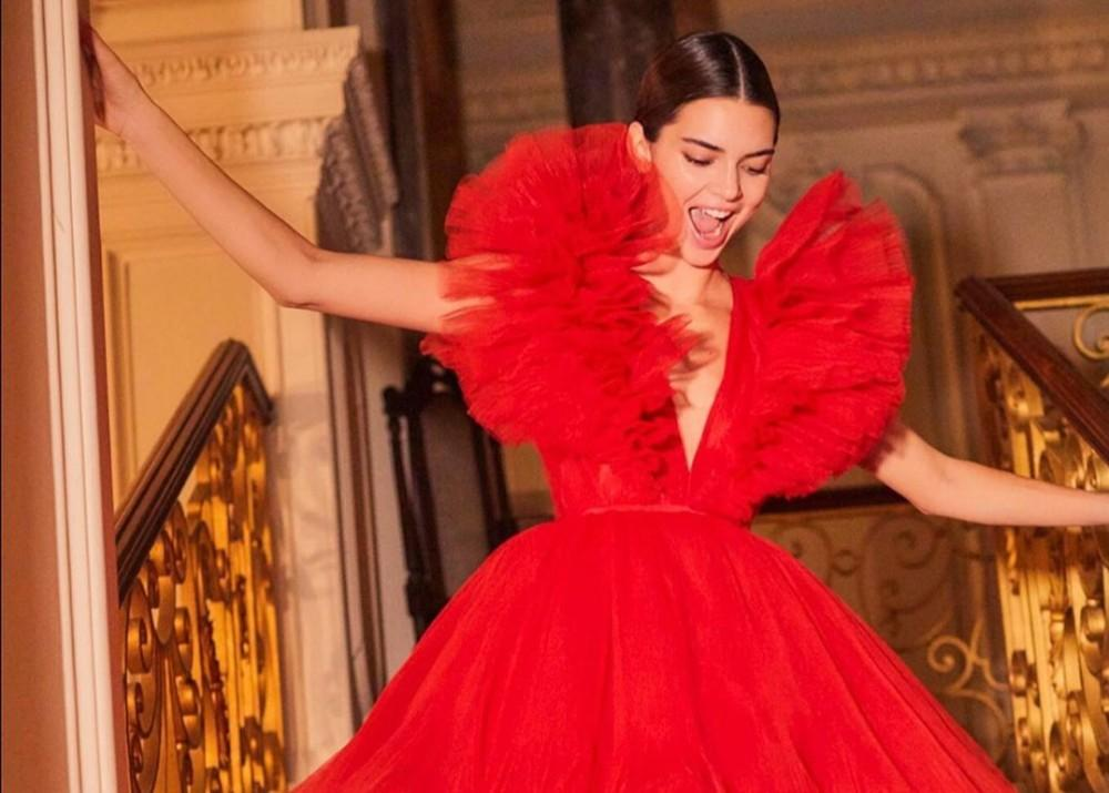 Kendall Jenner Is Gorgeous On Giambattista Valli X H&M Runway As Supermodel Shares Victoria's Secret Angel  Cheeky Throwback Picture
