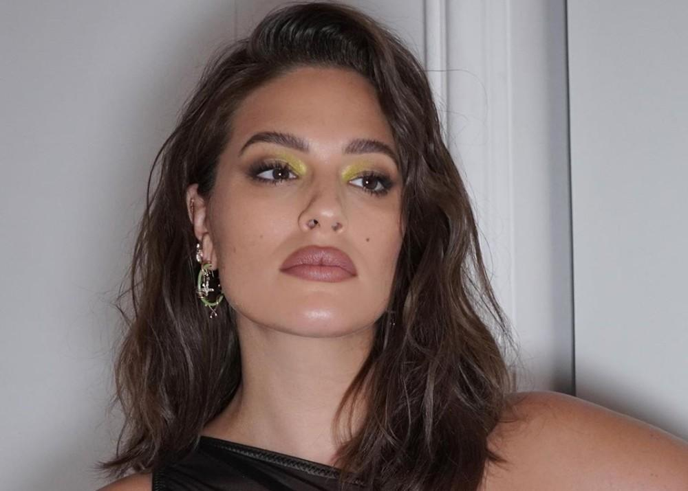 Ashley Graham Bares Pregnant Belly In New Photos As Baby Bump Grows