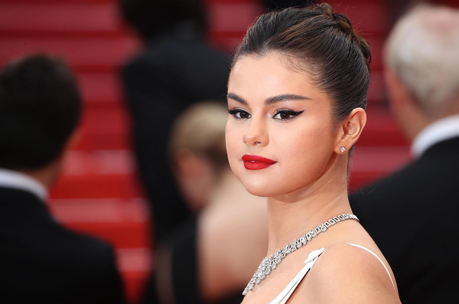 Selena Gomez Shows Off New Hairstyle After Her Ex Justin Bieber's Wedding