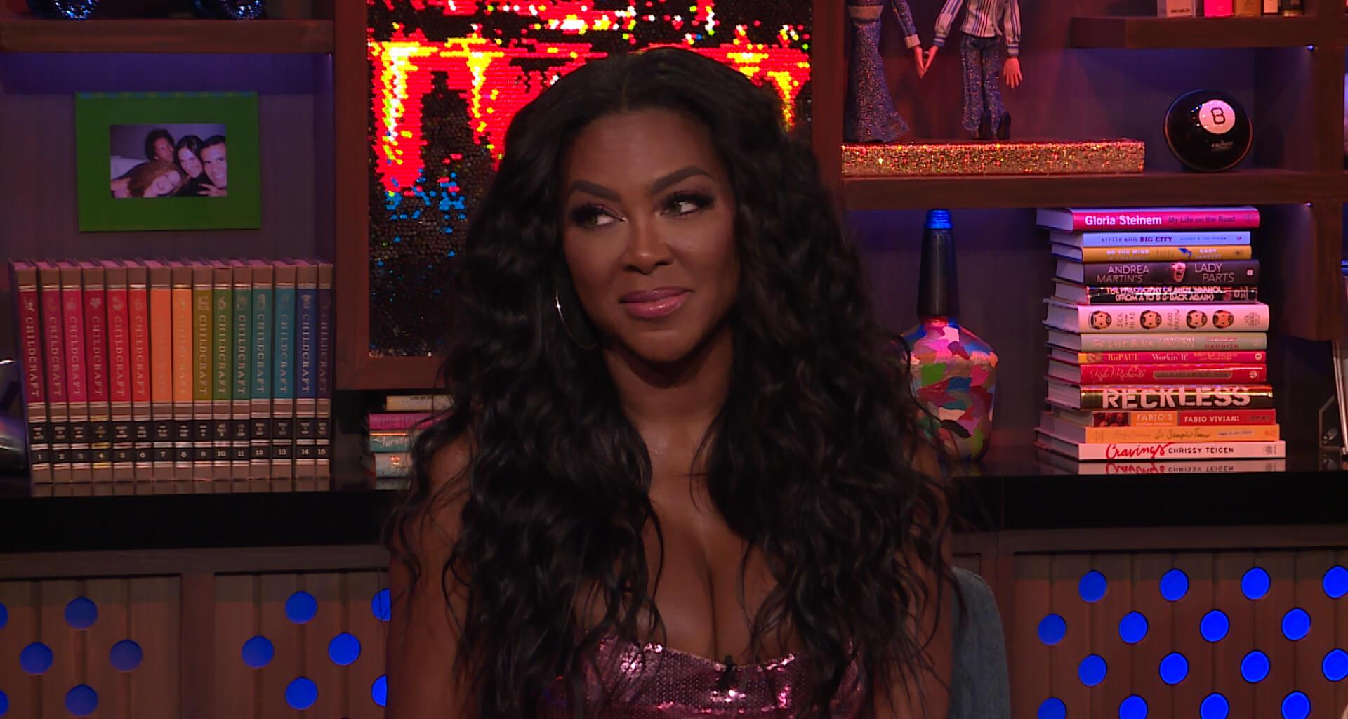 Kenya Moore Shows Off Her Snatched Figure And Fans Notice The Wedding Ring Back On Her Finger