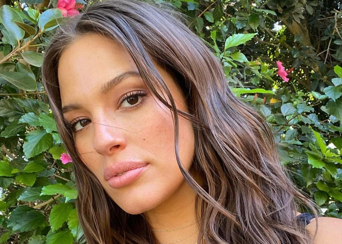 Ashley Graham Is Glowing At CFDA Awards As Baby Is Expected By New Year's