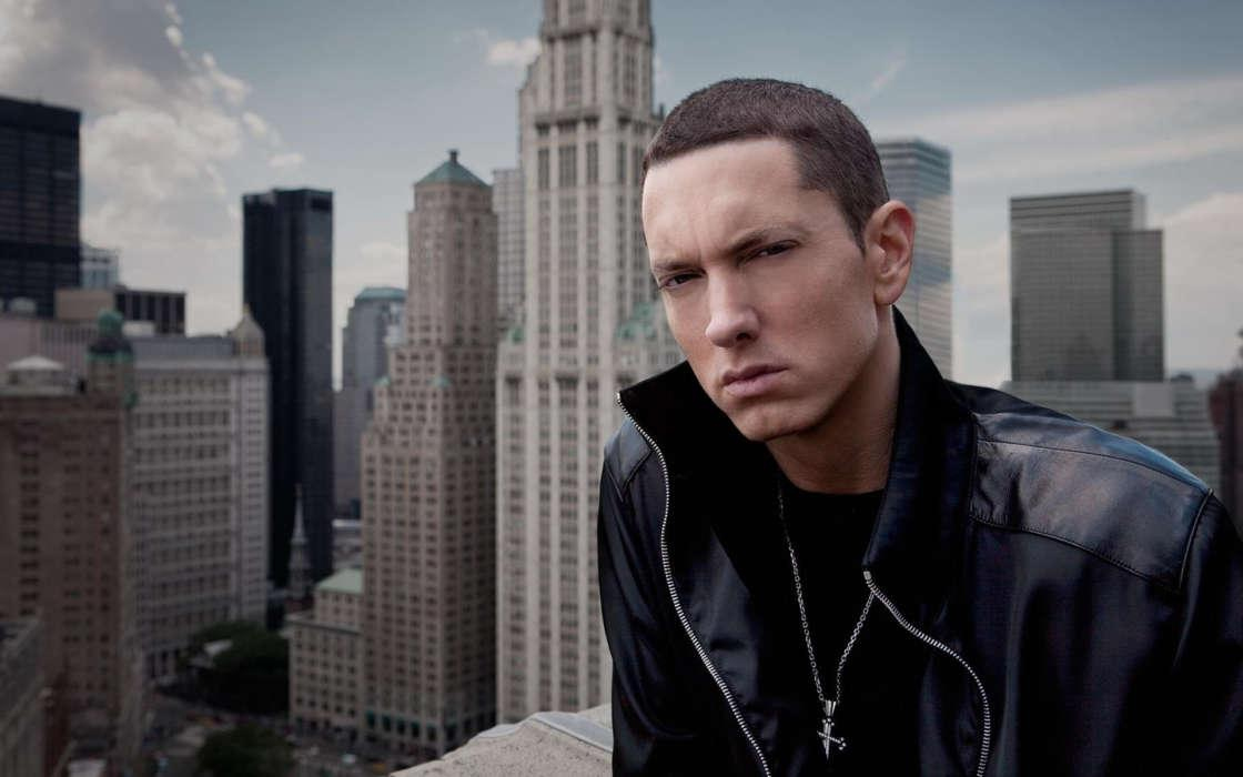 Eminem Raps In Unreleased Track That He Sides With Chris Brown In 2009 Assault Involving Rihanna