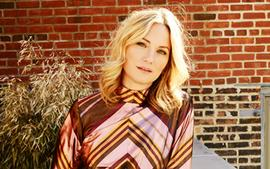 Jennifer Nettles CMA Awards Red Carpet Outfit Has Strong Message For County Radio