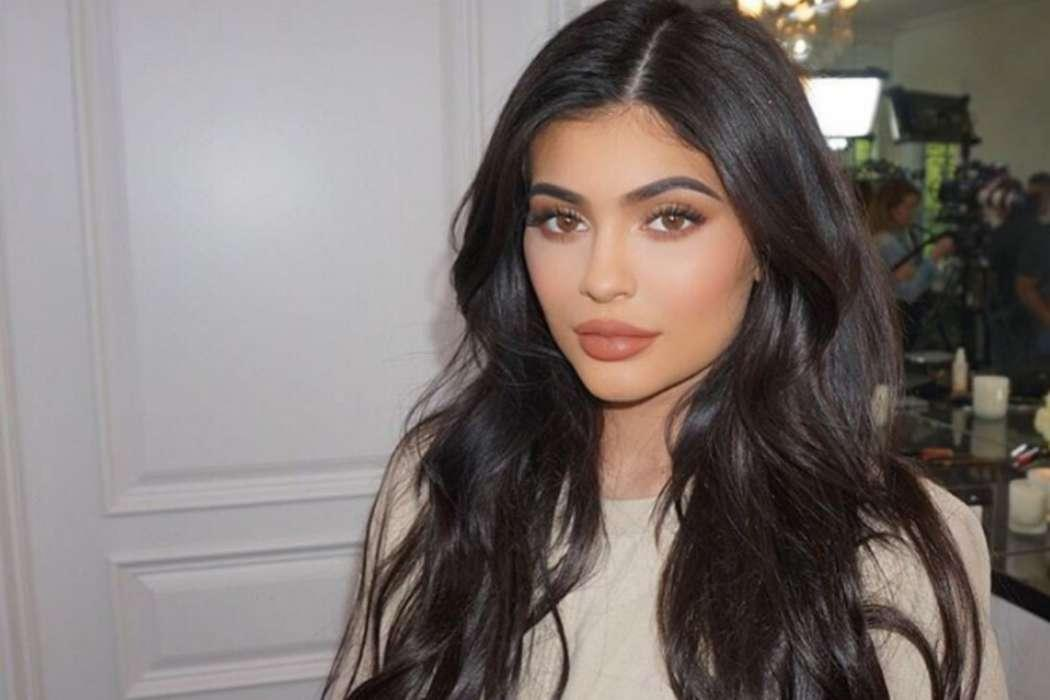 Kylie Jenner May Be Hanging Around Drake Just To Make Travis Scott Jealous A Source Claims