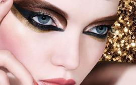 Ruth Bell Is Gorgeous In New Dior Holiday Makeup — MUA Peter Philips Shows How To Create Gradiant Wing Effect