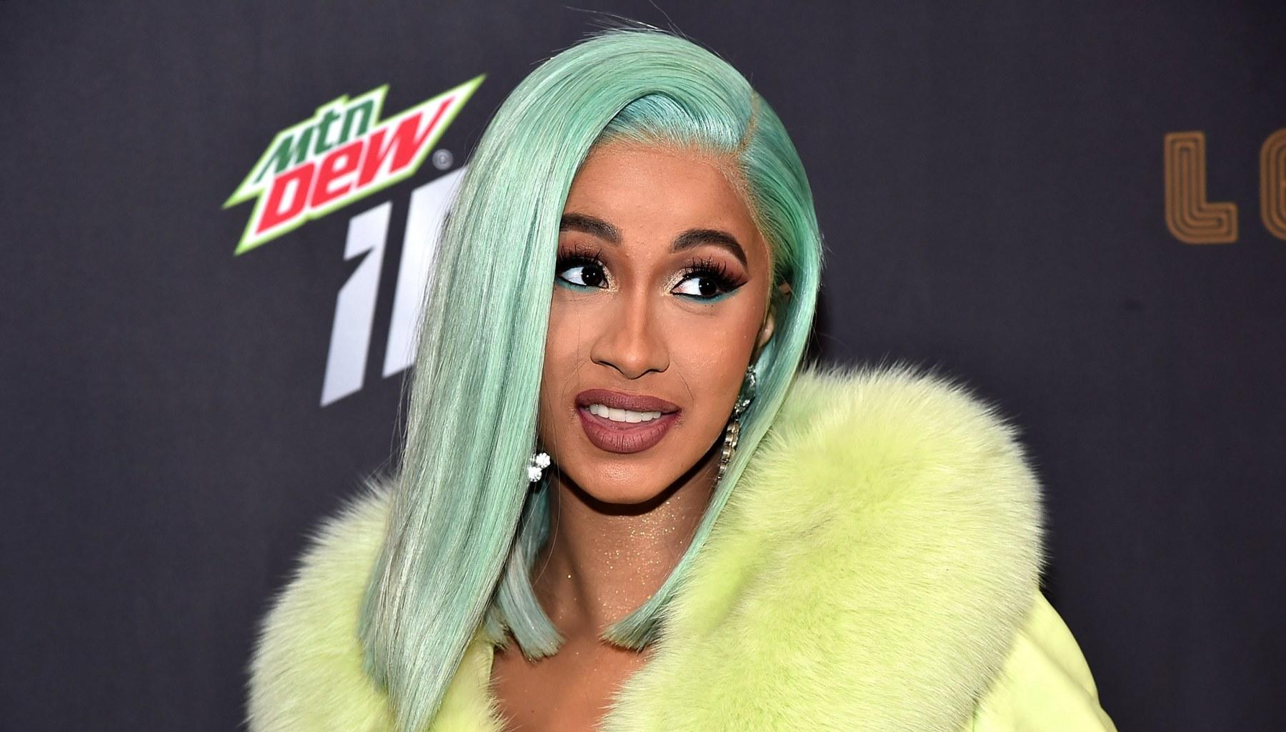 Cardi B Spotted Without Makeup And Colorful Wig In New Photos -- Some Say Offset's Wife Is Unrecognizable, While Others Claim She Is A Natural Beauty