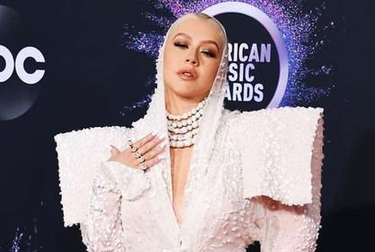 Does Christina Aguilera Need A New Stylist? — Report Says Her Fans Are Demanding Her Current One Be Fired