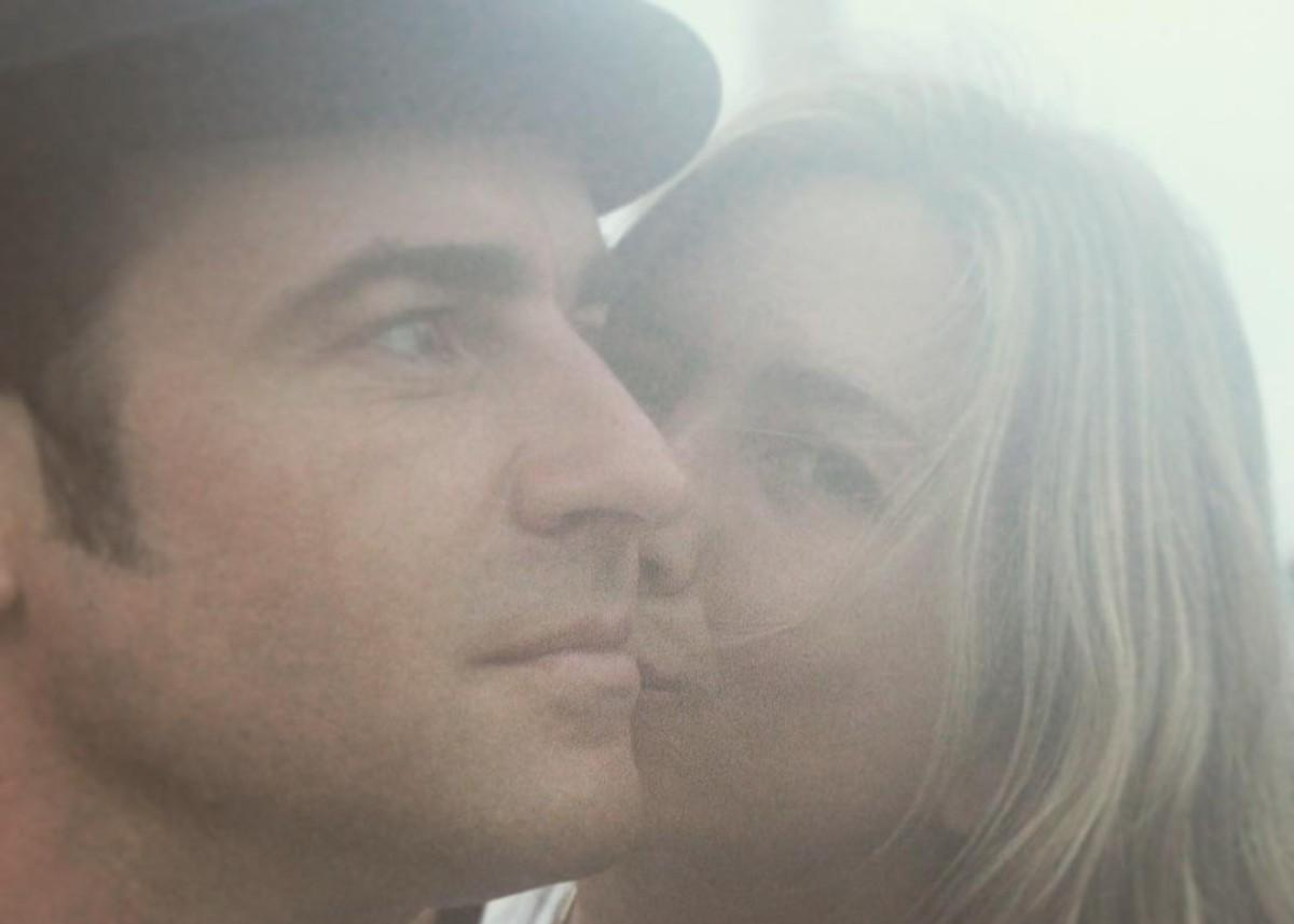 Are Jennifer Aniston And Justin Theroux Hooking Up?