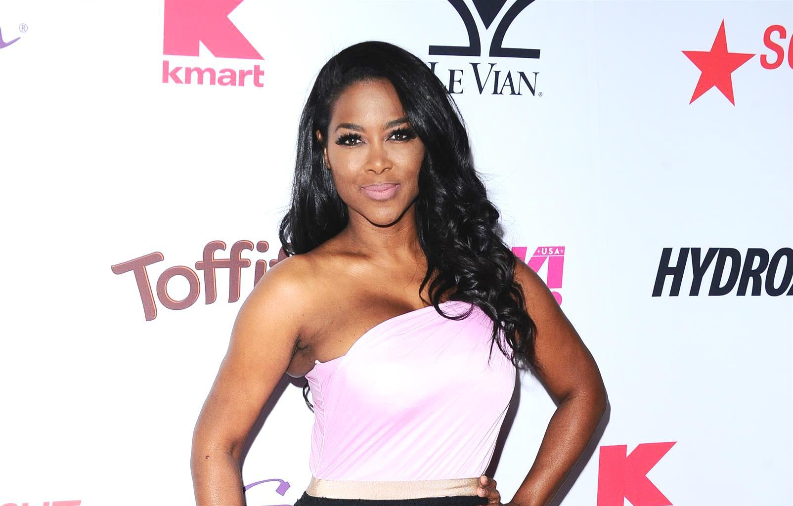 Kenya Moore's Pics Of Her Baby Girl, Brooklyn Daly Opening A Gift From Cynthia Bailey For Christmas Have Fans In Awe