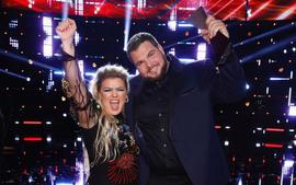 Kelly Clarkson Is An Expert At Balancing Her Career & Family Life, Says The Voice Winner Jake Hoot