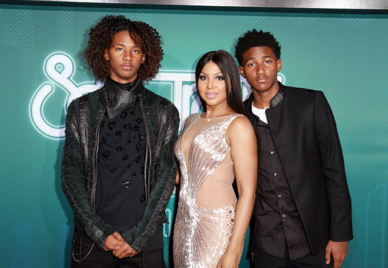 Toni Braxton Impresses Fans With A Photo Featuring Her Two Sons: 'She Looks Like Their Sister!'