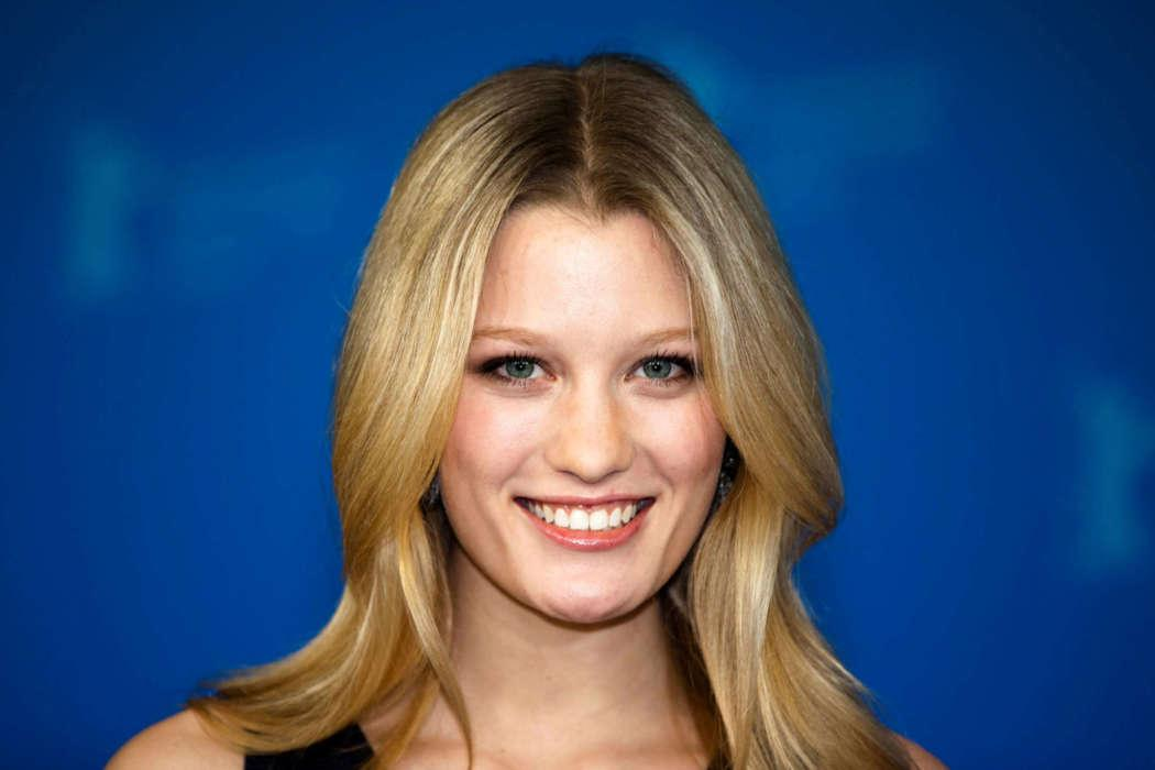 Ashley Hinshaw And Topher Grace Are Pregnant With Their Second Child