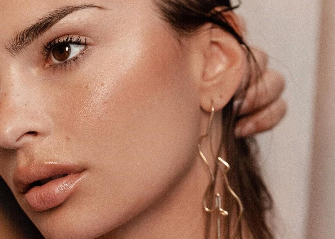 Emily Ratajkowski Shows Off Her Inamorata Woman Figure Earrings In New Video