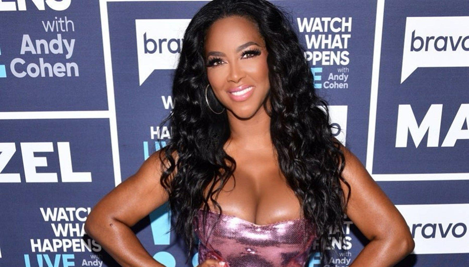 Kenya Moore Shows Off Natural Face And Hair And Impresses Fans With Her Beauty