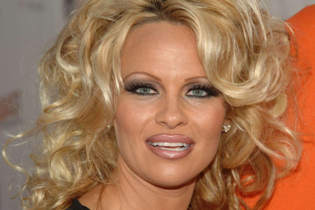 Pamela Anderson And Former Boyfriend Jon Peters Marry In Malibu California After 30 Years Apart