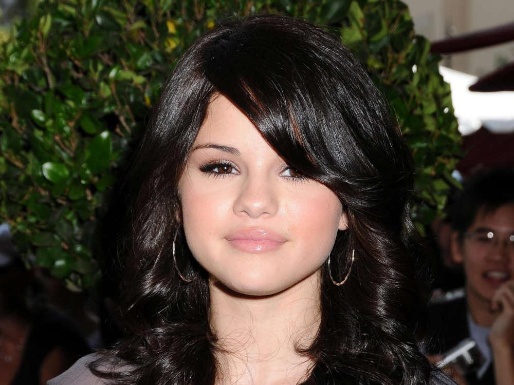 Selena Gomez Explains What's Wrong With Dating A Fellow Celebrity