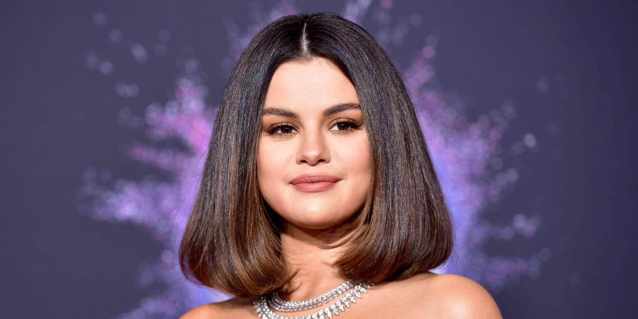 Selena Gomez Stung By A Jellyfish-Like Sea Creature During Hawaii Vacation