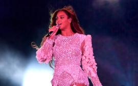 Beyonce Posts Martini Pic And Fans Are Convinced She's Involved In The Upcoming James Bond Movie!