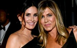 Jennifer Aniston And Courteney Cox - Inside Their Incredible Friendship!