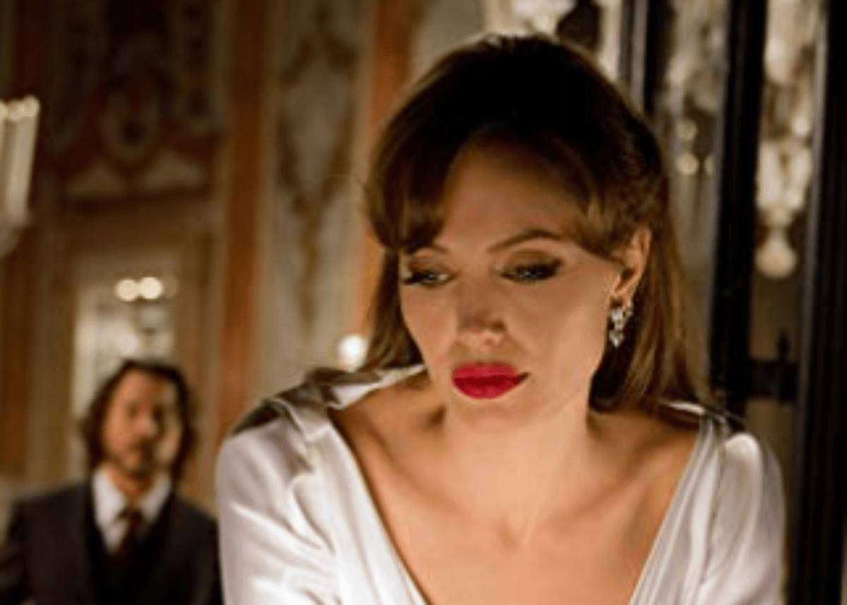 Is Angelina Jolie Starving For Romantic Attention While Women Fawn Over Brad Pitt?