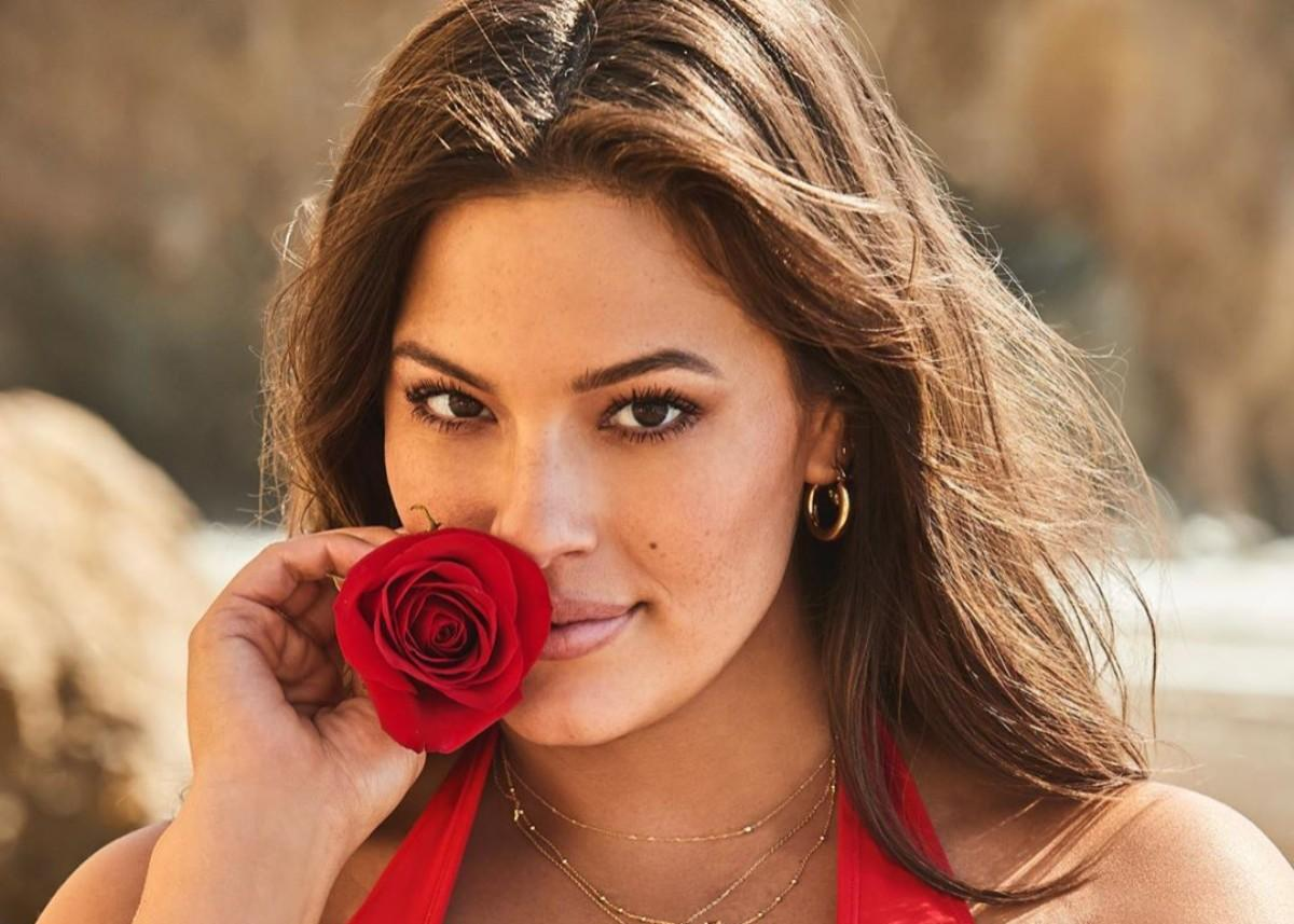 Ashley Graham Gets Real With New Photos And Shows Off Her Bright Red Stretch Marks — Covers Them With Glitter