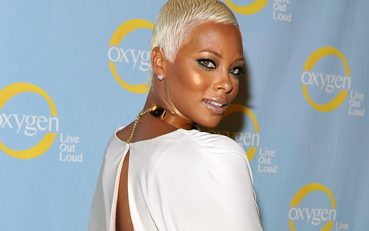 Eva Marcille Impresses Fans With A Message About Betrayal And Closure