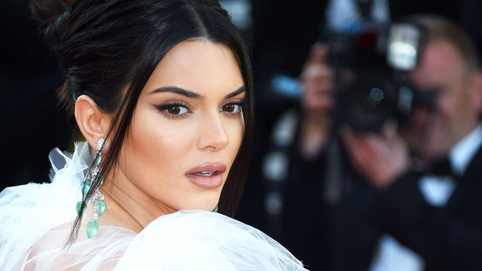KUWK: Kendall Jenner Has Some Advice For Those Who Look Up To Her - Reveals How She Stays Grounded In The Spotlight!