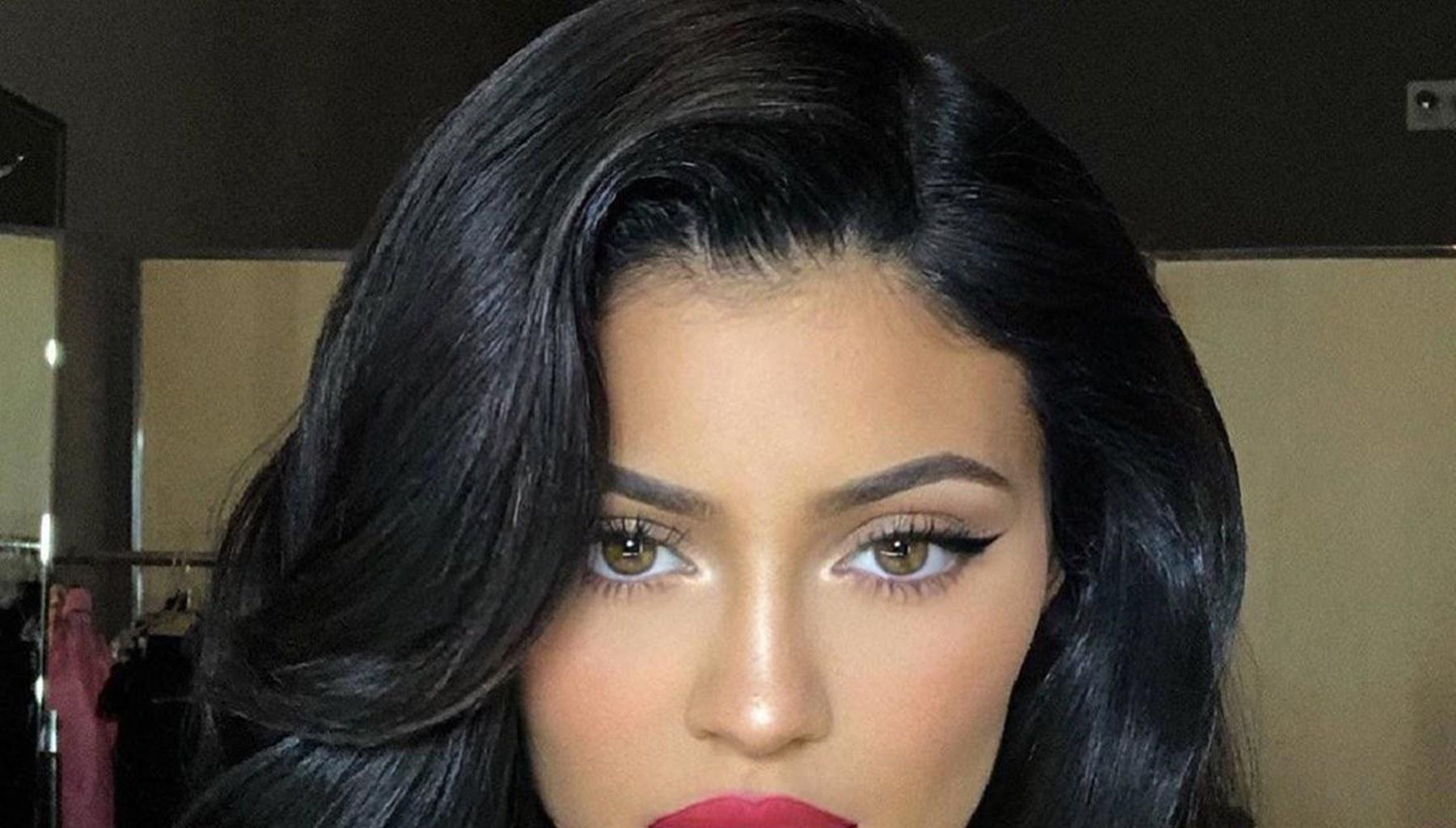 Kylie Jenner Debuts Drastic New Hair Color In Alluring Photos And She Looks Like Angelina Jolie -- What Will Travis Scott Do?