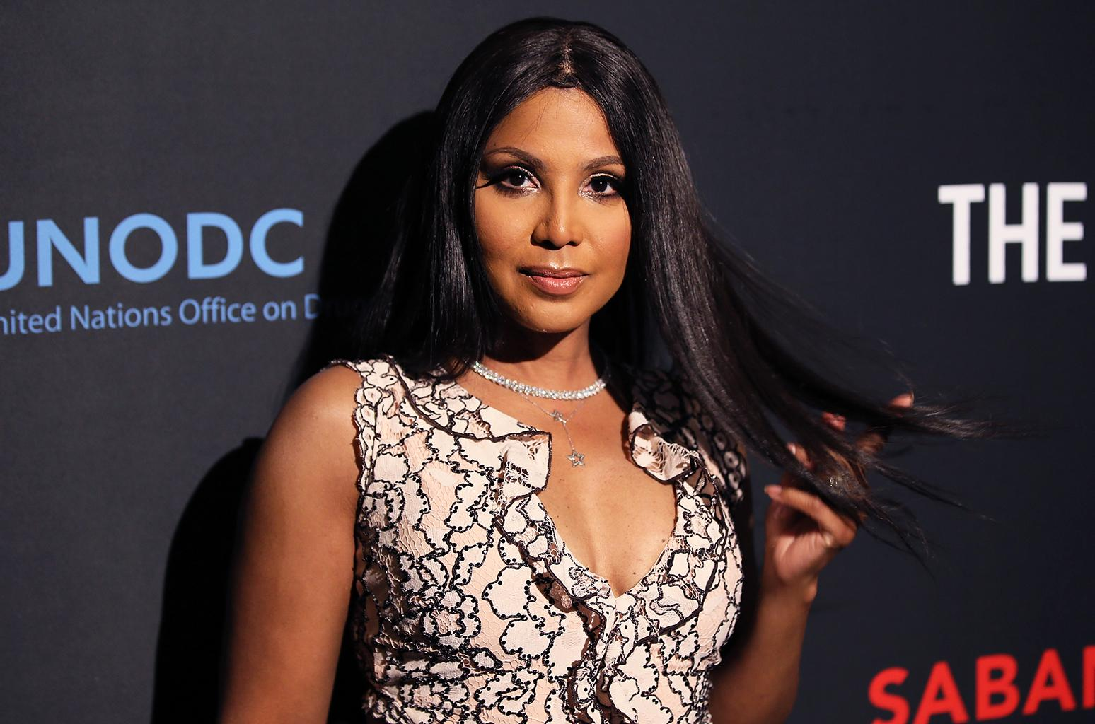 Toni Braxton's Fans Tell Her She Looks Drop Dead-Gorgeous After Seeing Her Recent Video In Which She's Showing Fans What She's Working With