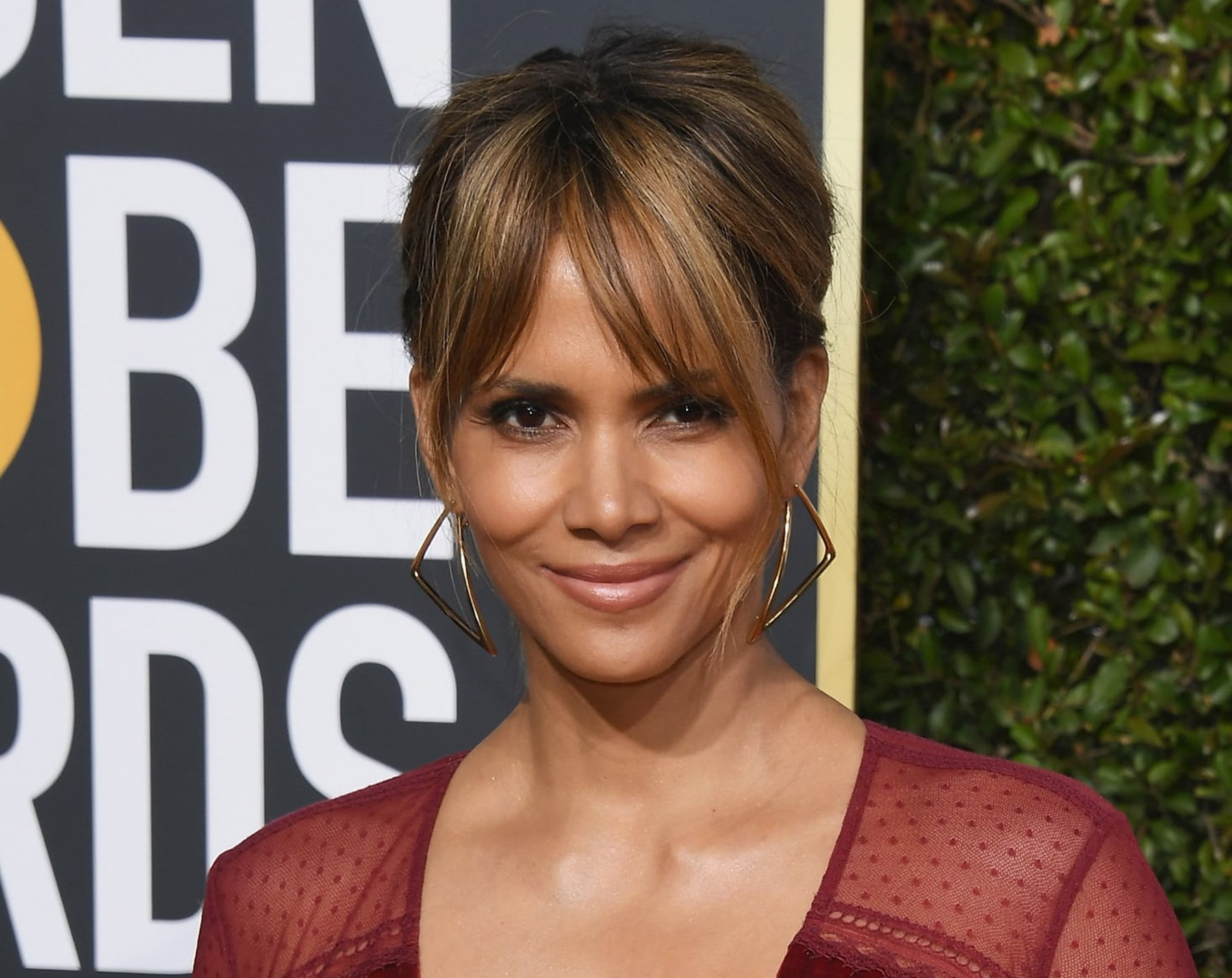 peter lee thomas dating halle berry