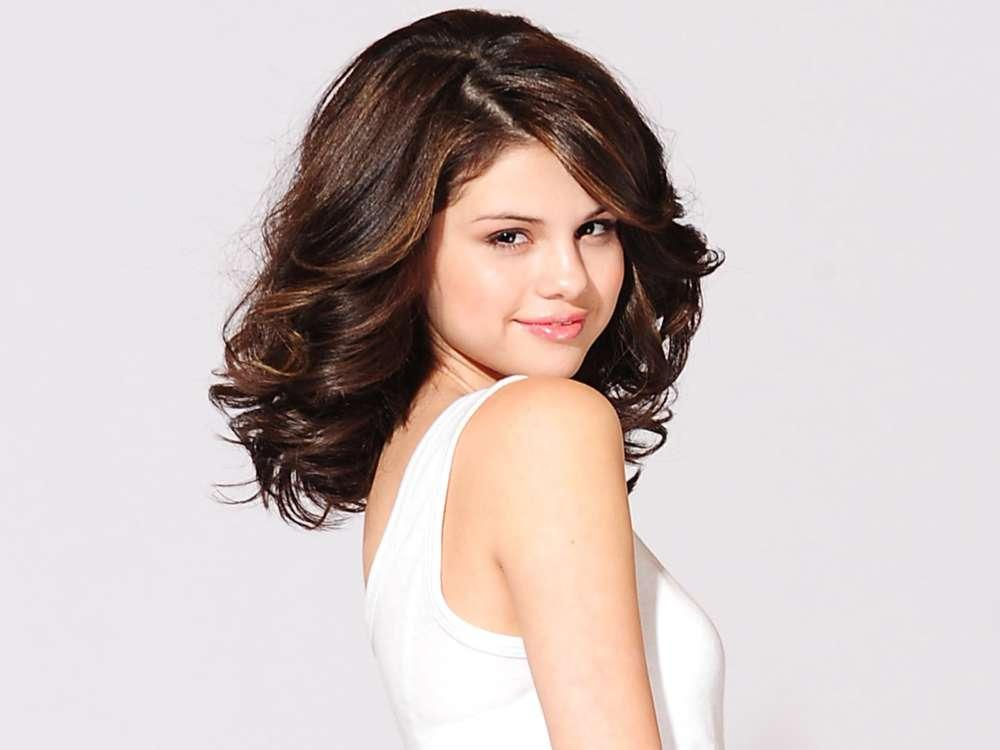 Selena Gomez Sometimes Fears She'll Be Alone For Forever