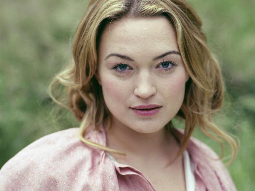 Sophia Myles' Father Dies After Fight With Coronavirus