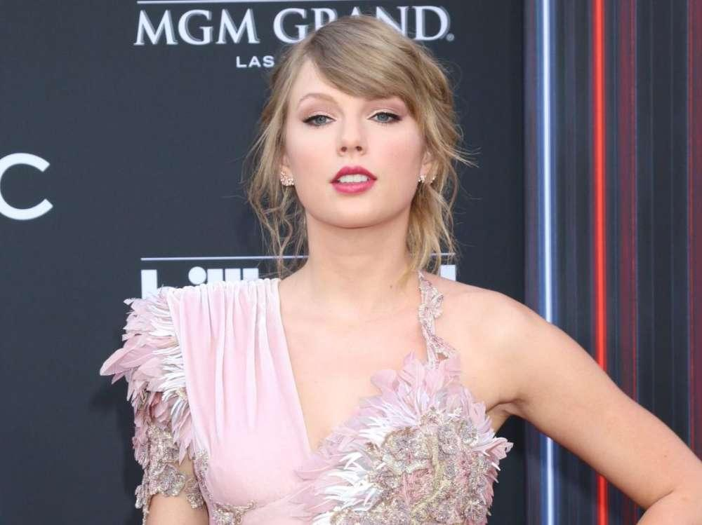 Taylor Swift Donates $1 Million To Tornado Relief Fund In Tennessee