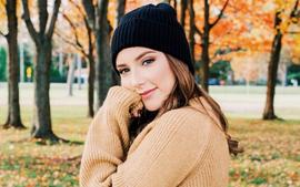 Eminem's Daughter, Hailie Jade Mathers, Is Jaw-Dropping Gorgeous In Self-Reflection Photo