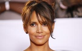 Halle Berry Sparks Romance Rumors After Flirting With One The Most Famous Men At The Moment