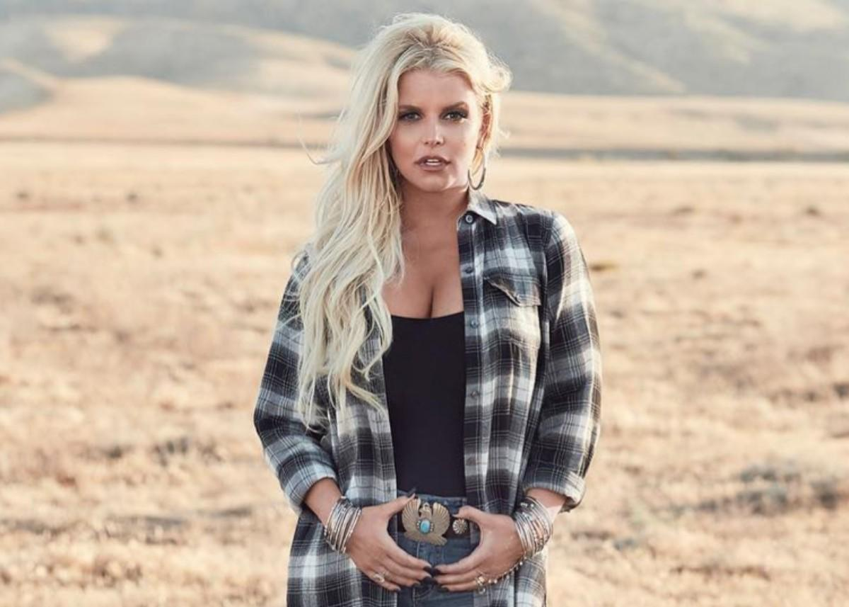 Jessica Simpson Has Her Curves On Full Display In New Bathing Suit Photo