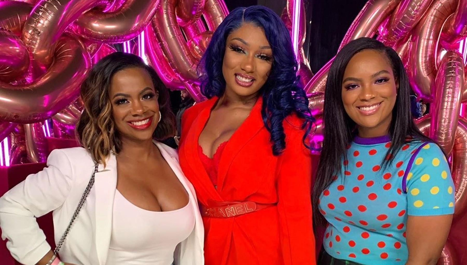 Kandi Burruss Is Struggling While Her Daughter, Riley Burruss, Is Killing Everyone's Favorite TikTok Savage Challenge In This Video