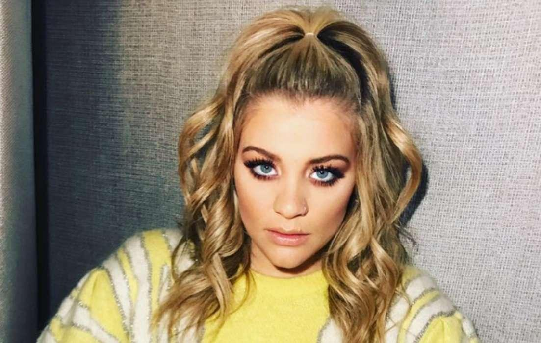Lauren Alaina Broke Two Of Her Toes While Self-Isolating
