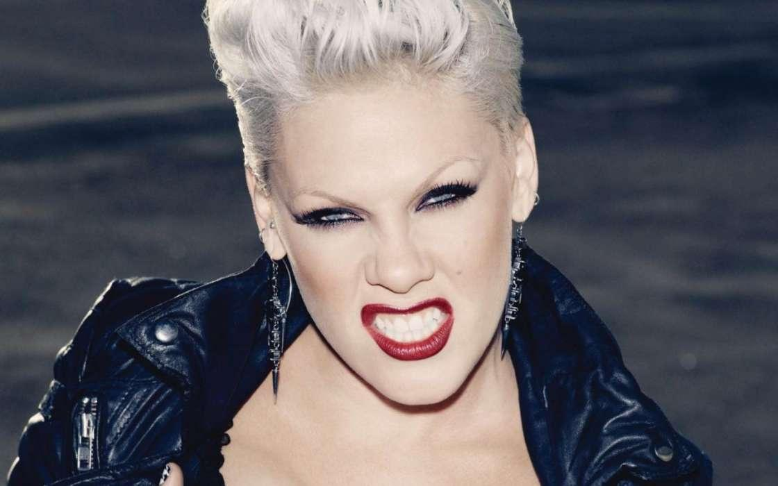 Pink Slams Government's Response To Coronavirus - Says It's A 'Travesty'