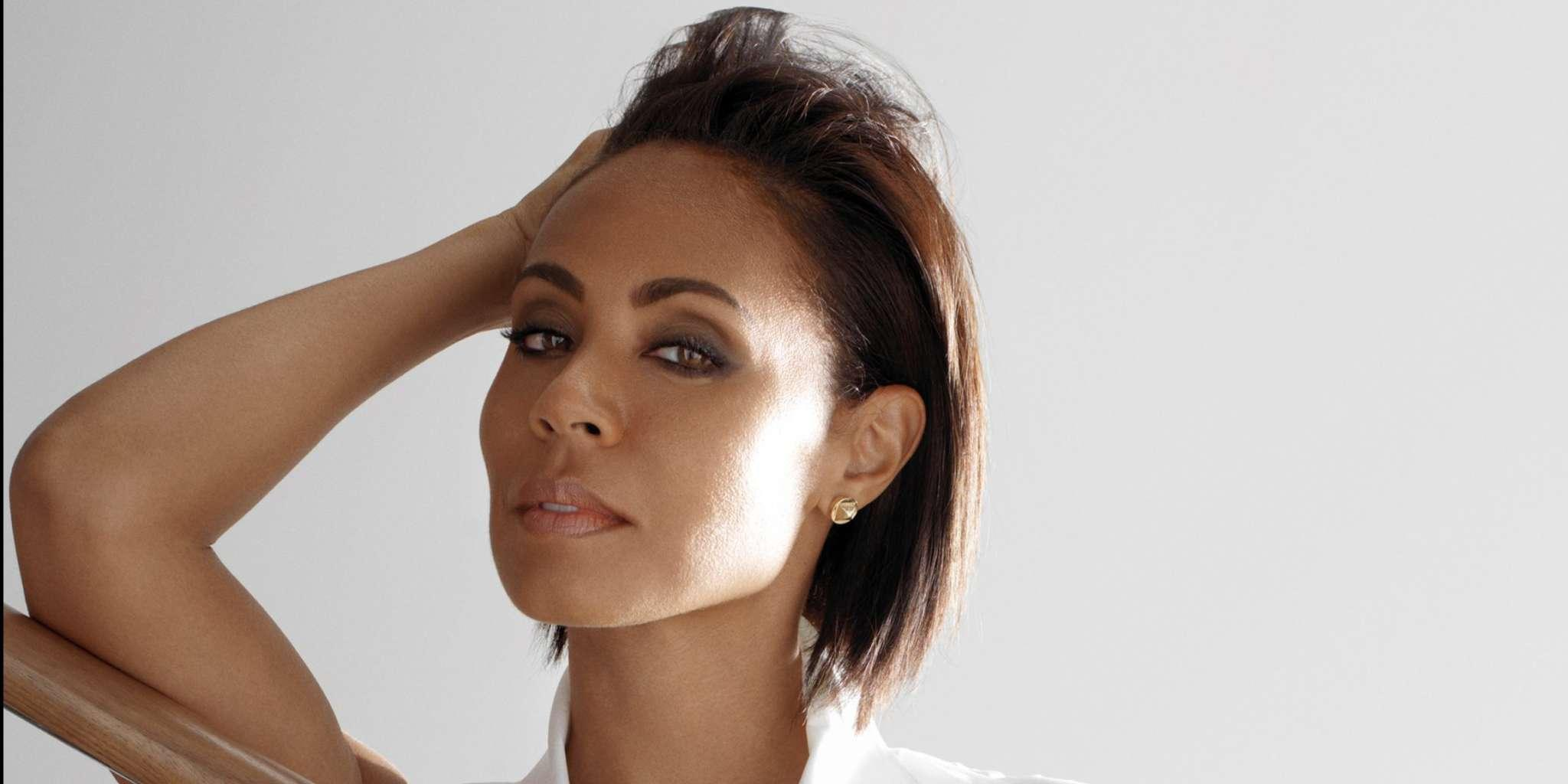Jada Pinkett Smith Stuns In Bathtub Pic With No Makeup On But She Thinks She's Found A Huge Flaw About Her Eyes!